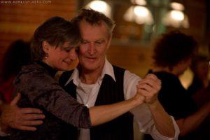 Egbert en Annalies tango aan het dansen